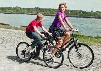 """""""Хлопчик на велосипеді"""""""